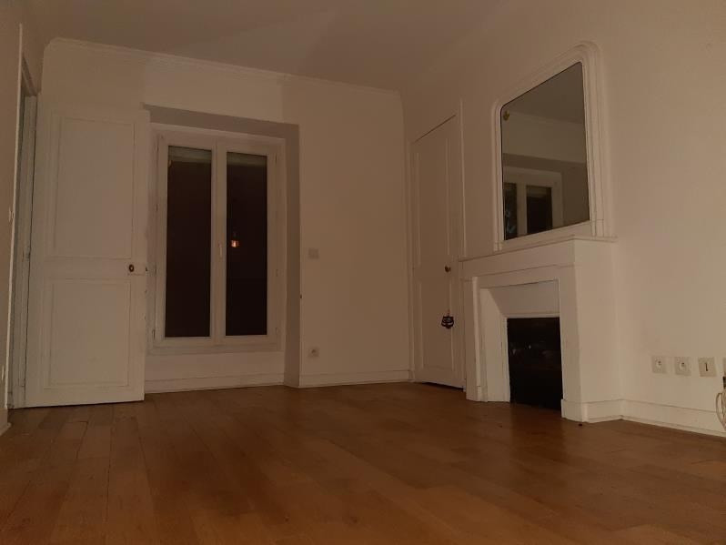Rental apartment Paris 18ème 967€ CC - Picture 1