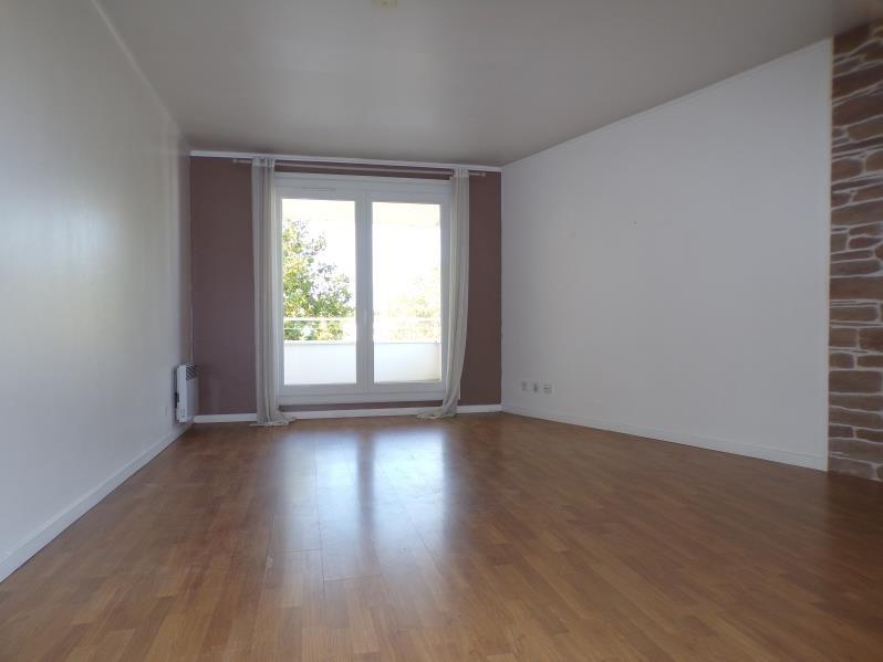 Rental apartment Montigny le bretonneux 1115€ CC - Picture 1