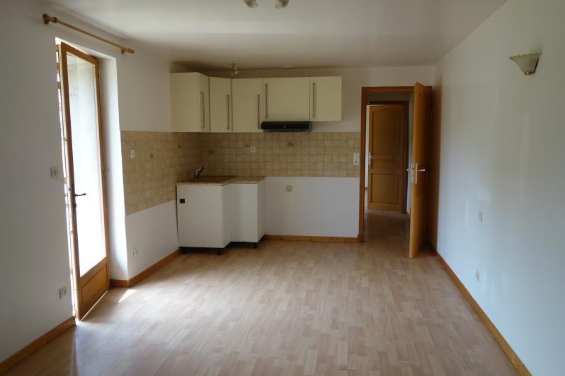 Location appartement Villemontais 305€ CC - Photo 1
