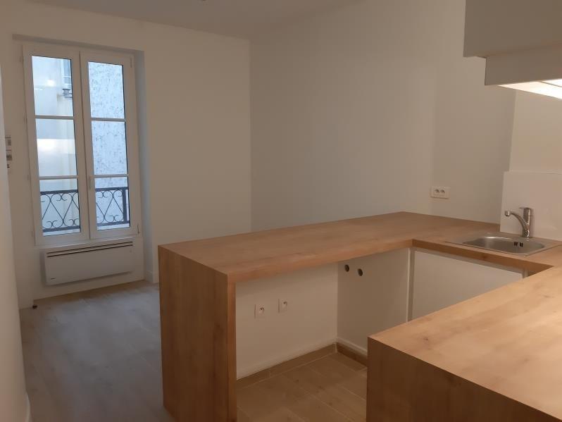 Rental apartment Paris 15ème 1050€ CC - Picture 1