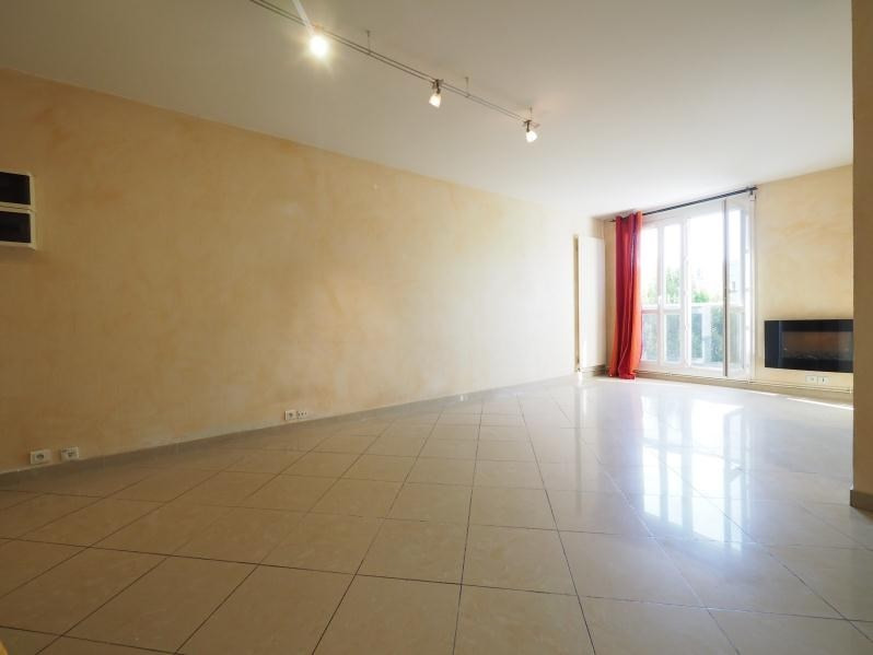 Rental apartment Bois d arcy 890€ CC - Picture 2