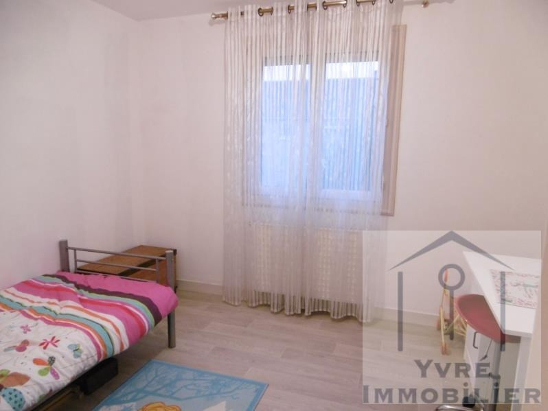 Sale house / villa Yvre l'eveque 156880€ - Picture 8