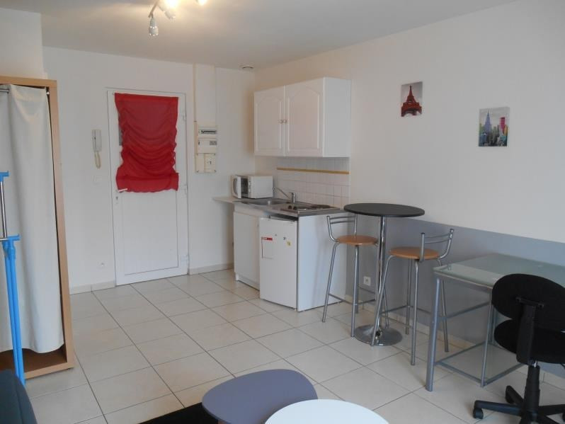 Location appartement Troyes 360€ CC - Photo 2