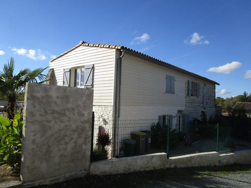 Sale house / villa St gelais 229 900€ - Picture 1