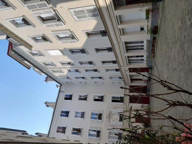 Verhuren  appartement Paris 18ème 1250€ CC - Foto 7