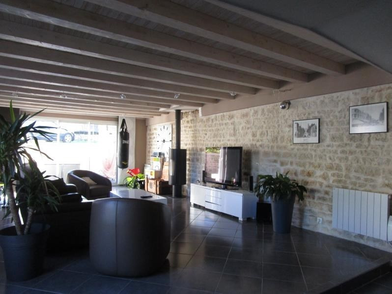 Sale house / villa St gelais 229 900€ - Picture 4