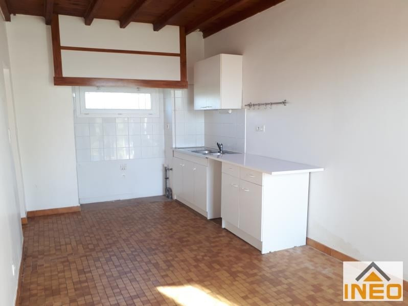Location maison / villa La meziere 650€ CC - Photo 3