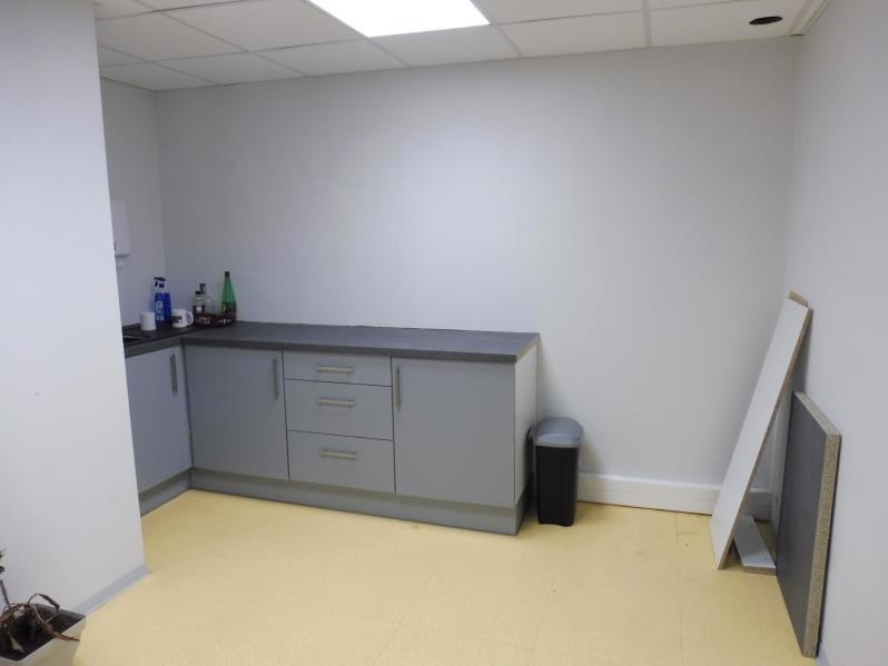 Location local commercial La roche sur yon 1 850€ HT/HC - Photo 5