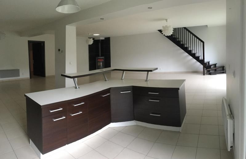 Rental house / villa Neuilly en thelle 1700€ CC - Picture 2