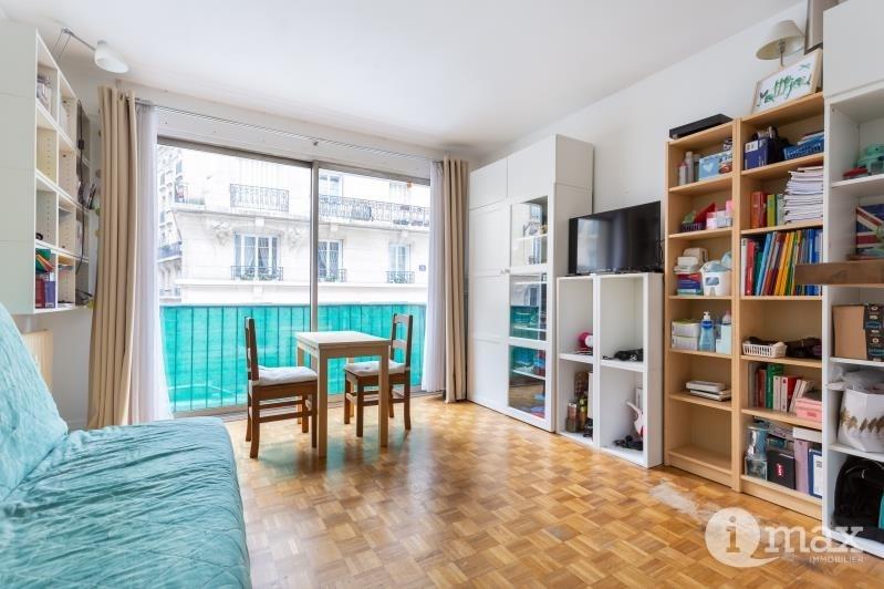 Sale apartment Paris 18ème 286000€ - Picture 2