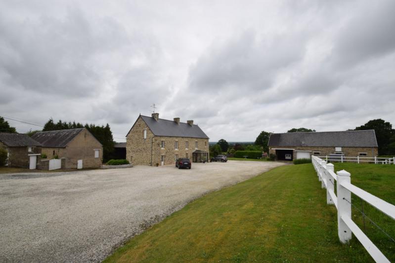Sale house / villa Villers bocage 318000€ - Picture 1