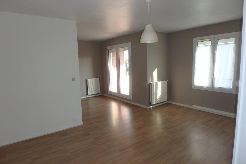 Location appartement Montigny le bretonneux 876€ CC - Photo 2