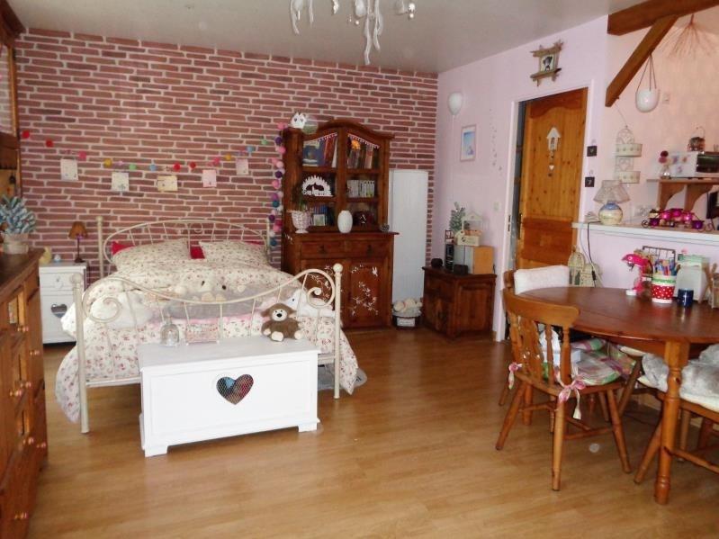 Rental apartment Voisins le bretonneux 715€ CC - Picture 2