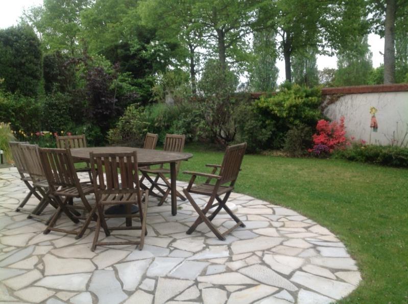 Sale house / villa Voisins le bretonneux 696800€ - Picture 1