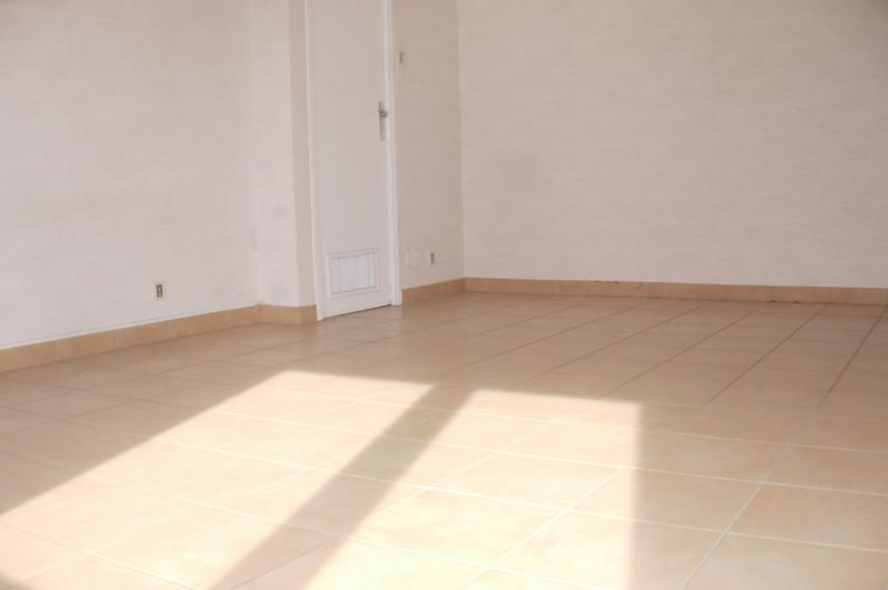 Rental empty room/storage Marseille 12ème 540€ HC - Picture 2