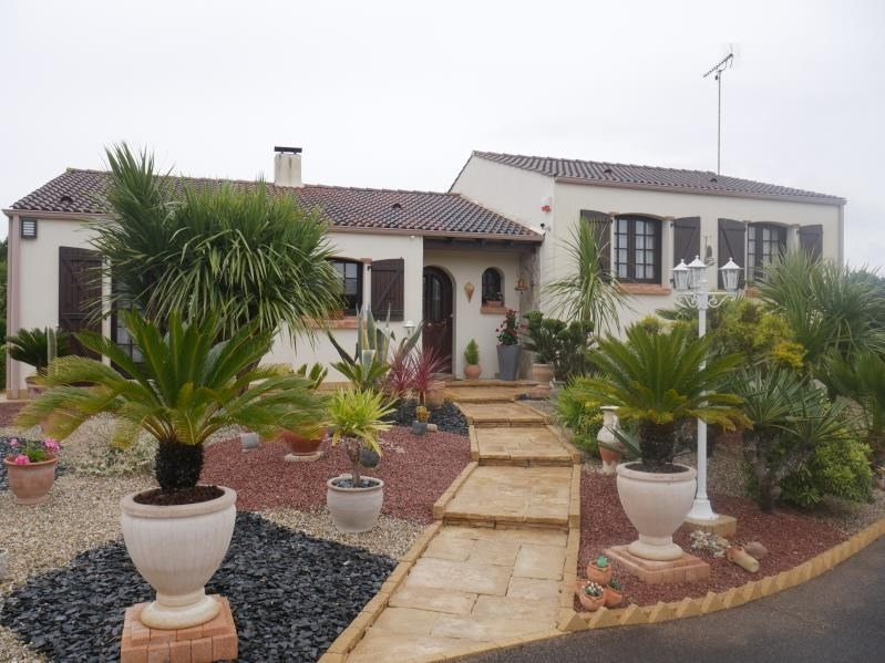 Sale house / villa St hilaire la foret 442000€ - Picture 2