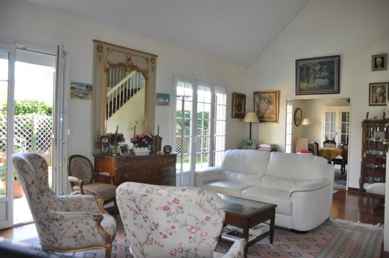 Sale house / villa St nom la breteche 748000€ - Picture 2