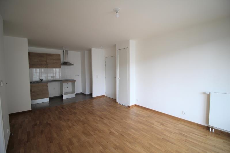 Rental apartment Chatou 928€ CC - Picture 2