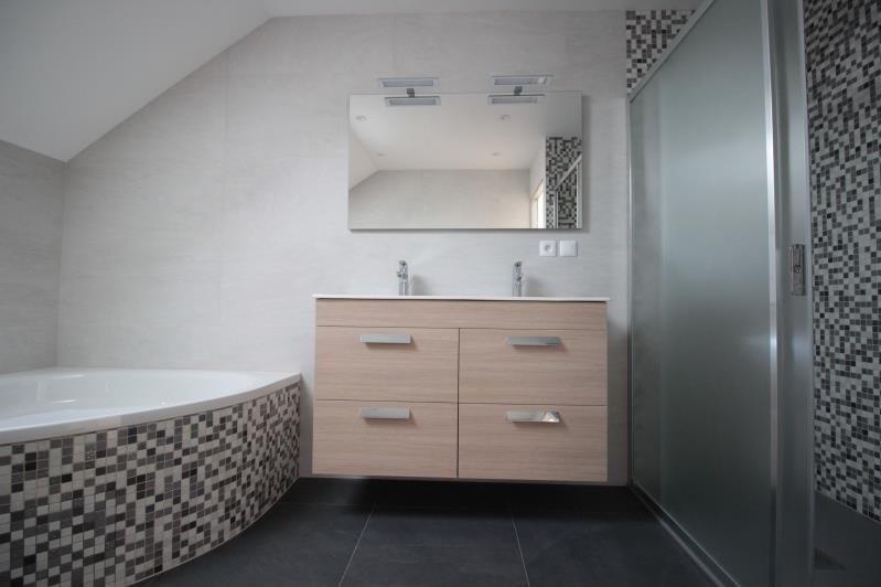 Sale house / villa La roche sur foron 375000€ - Picture 5
