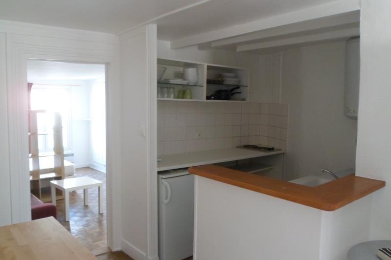 Rental apartment Paris 10ème 976€ CC - Picture 2