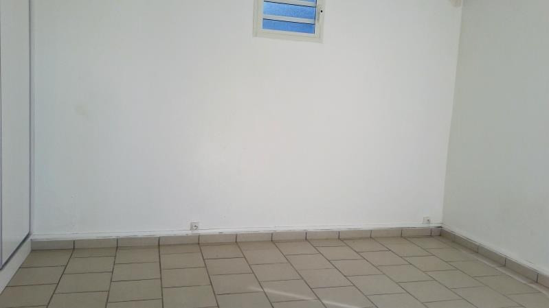 Location maison / villa Le moule 650€ CC - Photo 6