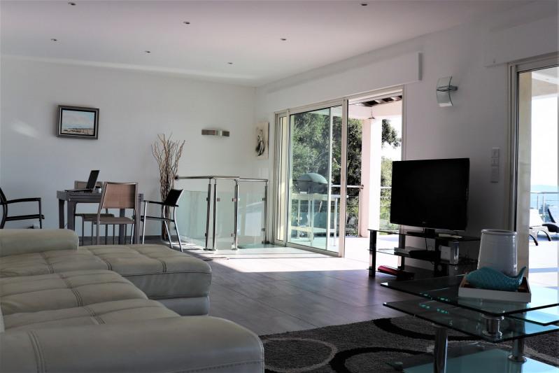 Vacation rental house / villa Cavalaire sur mer 4800€ - Picture 4