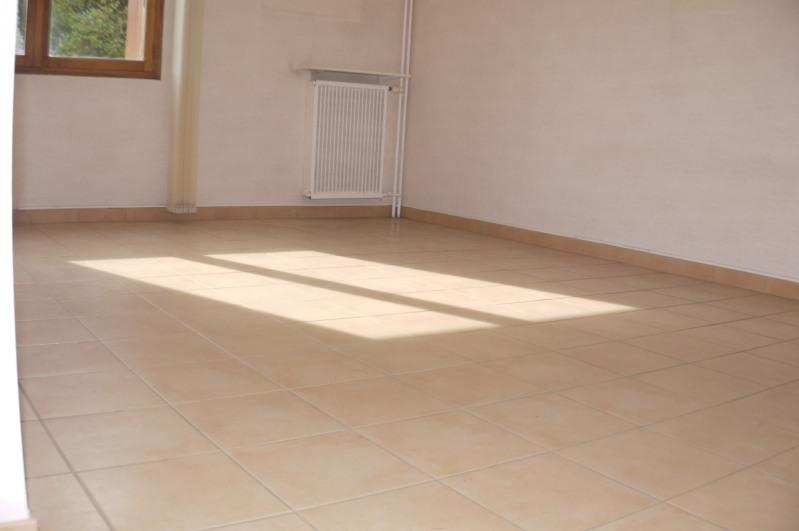 Rental empty room/storage Marseille 12ème 540€ HC - Picture 1