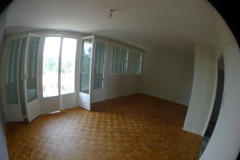 Rental apartment Oullins 750€ CC - Picture 2