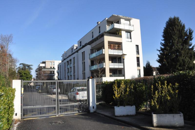 Sale apartment Tassin-la-demi-lune 385000€ - Picture 1