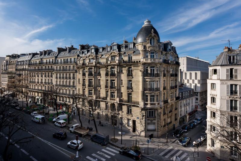 Rental apartment Paris 17ème 3000€ CC - Picture 1