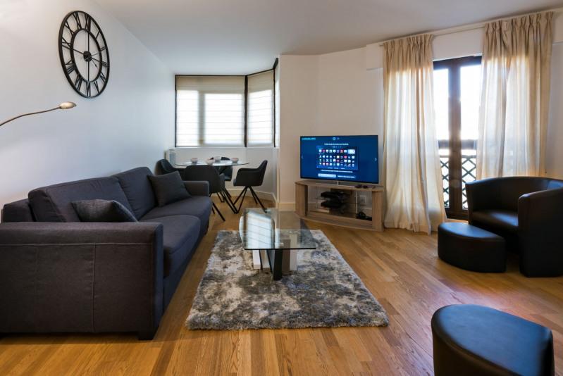 Rental apartment Paris 17ème 3000€ CC - Picture 2