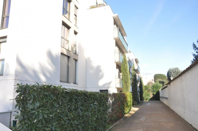 Sale apartment Tassin-la-demi-lune 385000€ - Picture 2