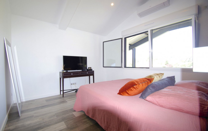 Deluxe sale apartment Brindas 565000€ - Picture 7
