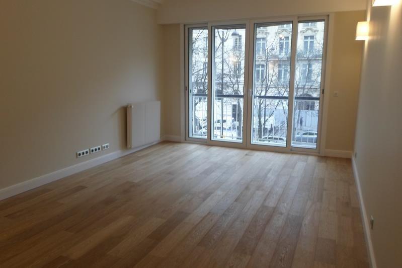 Rental apartment Paris 8ème 2745€ CC - Picture 2