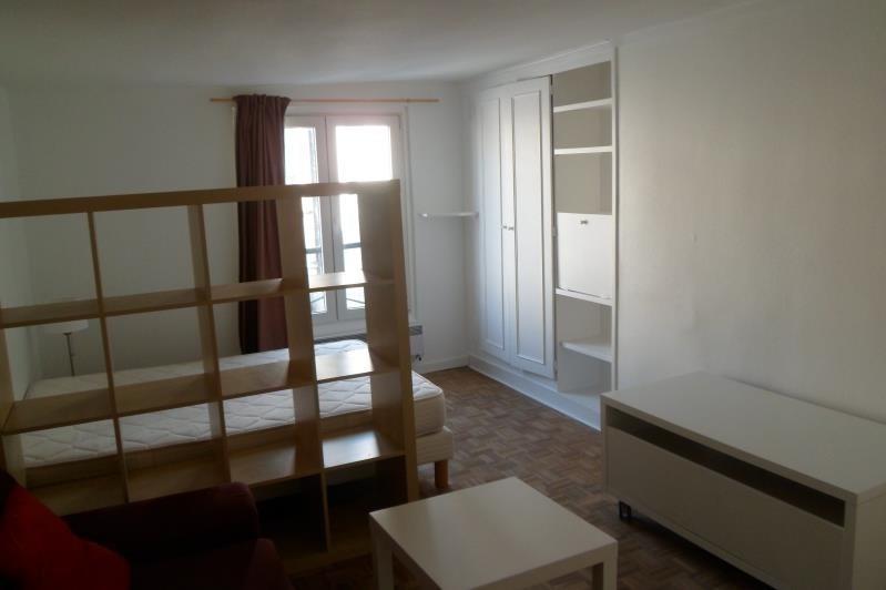 Rental apartment Paris 10ème 976€ CC - Picture 4