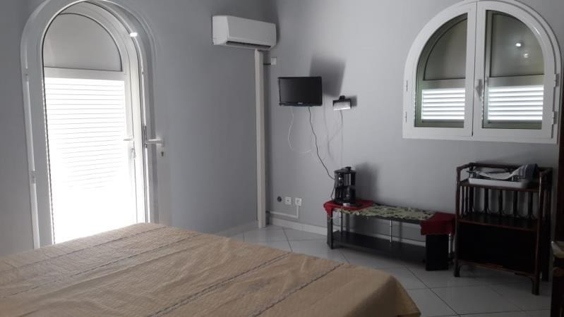 Rental apartment Ste anne 2 500€ CC - Picture 3