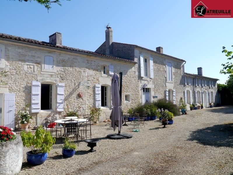 Deluxe sale house / villa Gemozac 577500€ - Picture 1