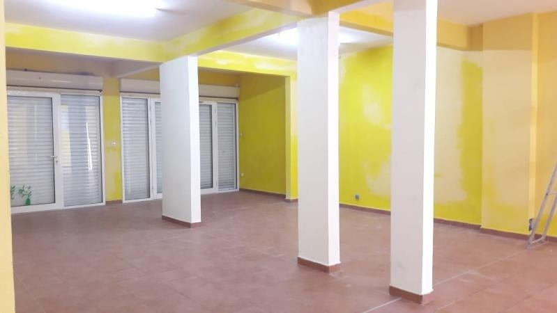 Location local commercial Ste anne 1500€ HT/HC - Photo 2