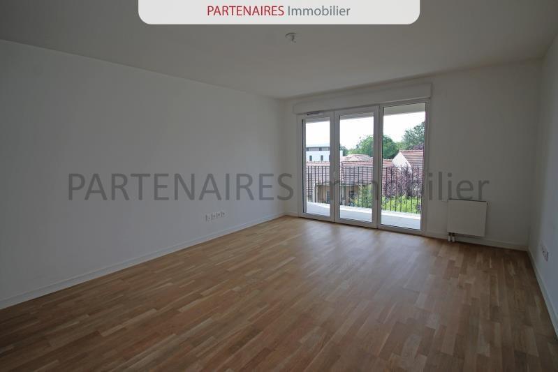 Rental apartment Rocquencourt 1389,88€ CC - Picture 2