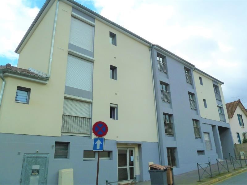 Rental apartment Conflans 700€ CC - Picture 1