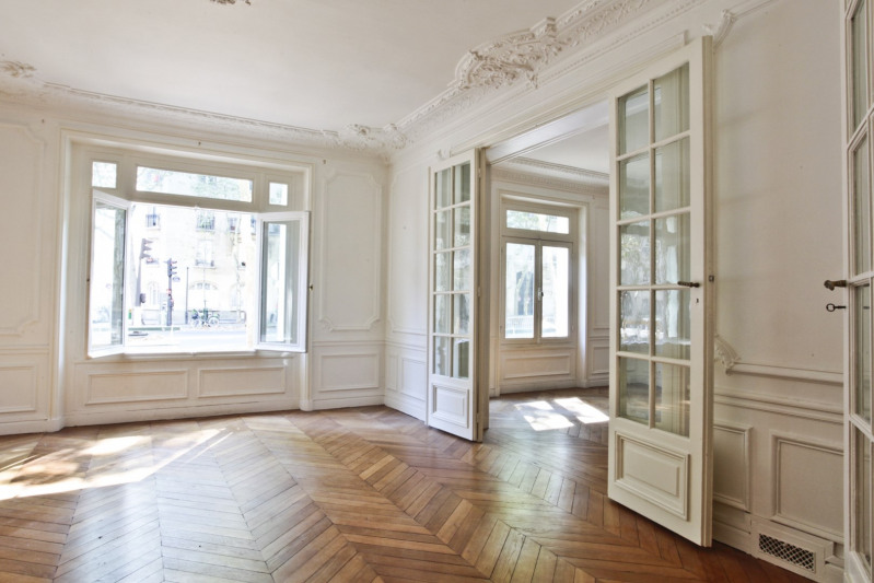 Deluxe sale apartment Paris 7ème 1 395 000€ - Picture 2
