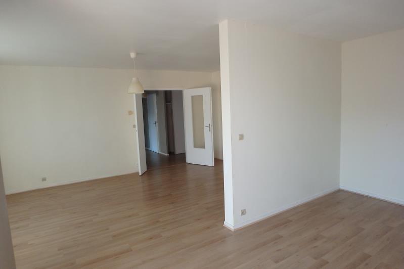 Location appartement Montigny le bretonneux 876€ CC - Photo 3