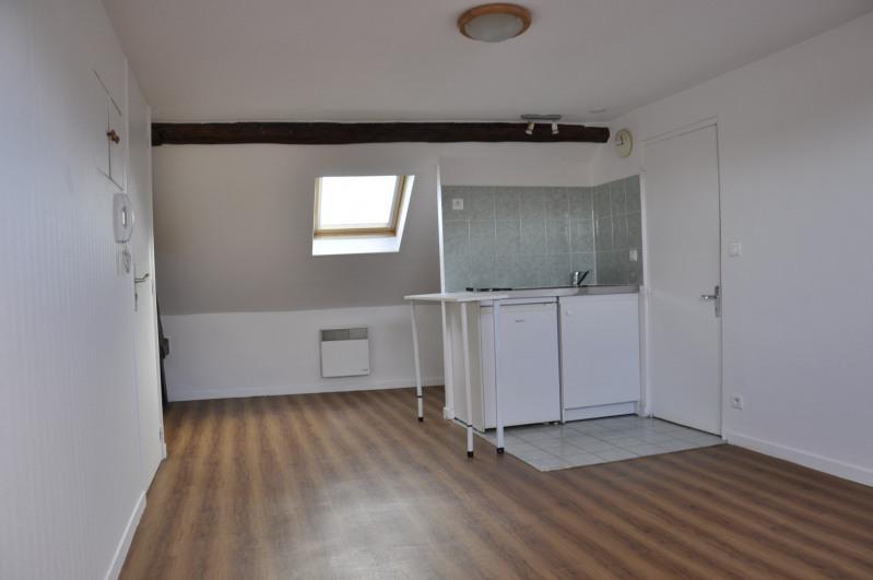 Rental apartment Voisins-le-bretonneux 705€ CC - Picture 2