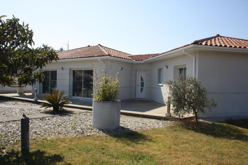 Sale house / villa Bias 340 000€ - Picture 1