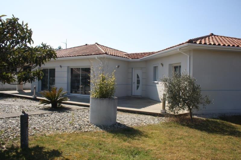 Sale house / villa Bias 340000€ - Picture 1