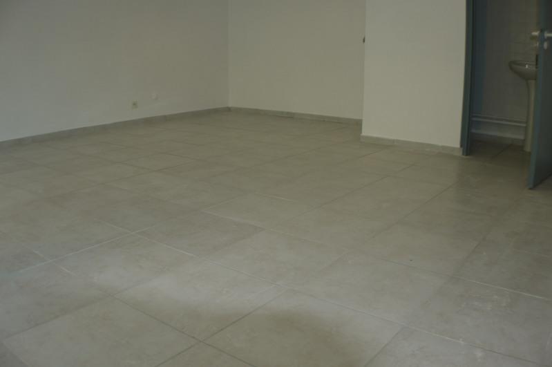 Rental empty room/storage Marseille 8ème 985€ HC - Picture 2