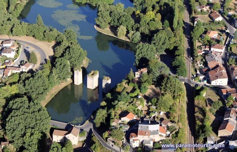 Location maison / villa Lussac les chateaux 620€ CC - Photo 1