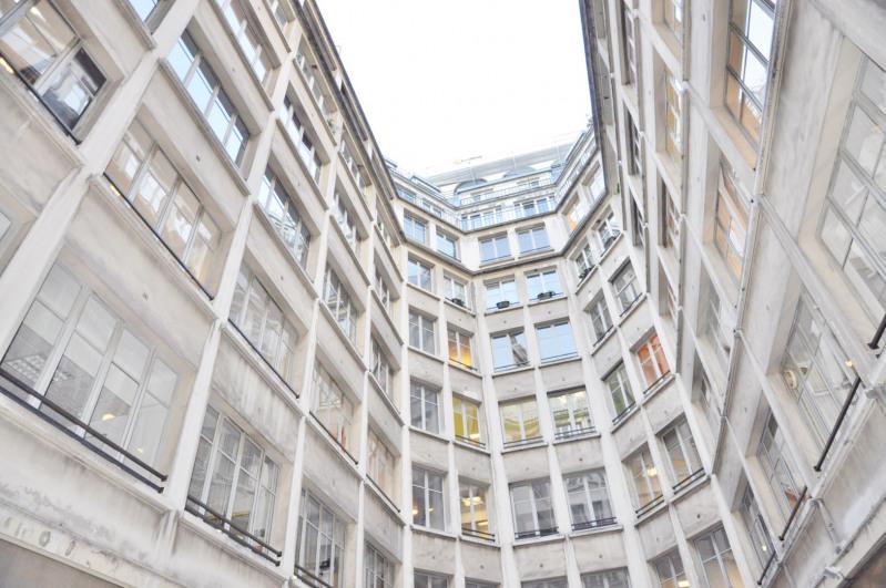 Sale office Paris 10ème 1742300€ - Picture 2