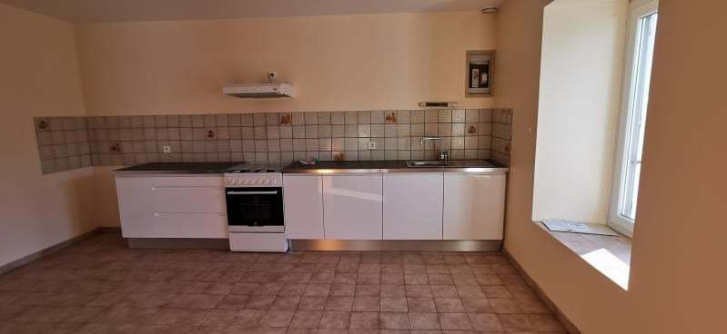 Rental house / villa St servais 500€ CC - Picture 2