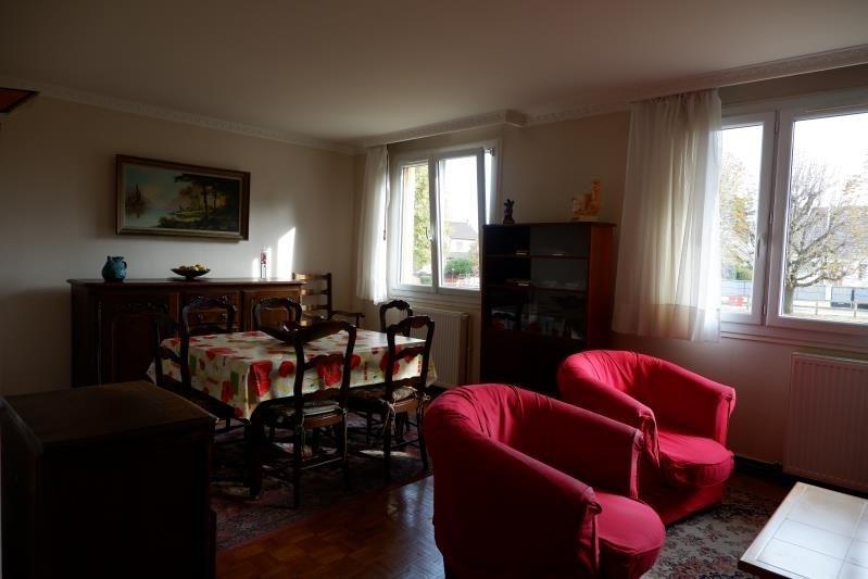 Sale apartment Le mesnil le roi 248000€ - Picture 3